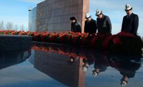 Сооронбай Жээнбеков посетил мемориальный комплекс «Ата-Бейит»