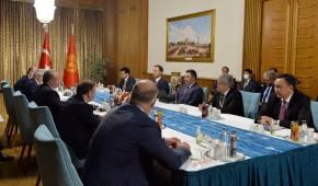 Садыр Жапаров встретился с главой парламента Турции