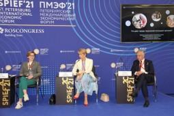 Фотовыставка о ключевых событиях ПМЭФ-2021 открылась перед штаб-квартирой ТАСС