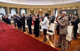 Президент Кыргызстана вручил награды отличившимся деятелям культуры