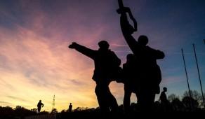 Cнос монумента Освободителям противоречит соглашению с РФ - МИД Латвии